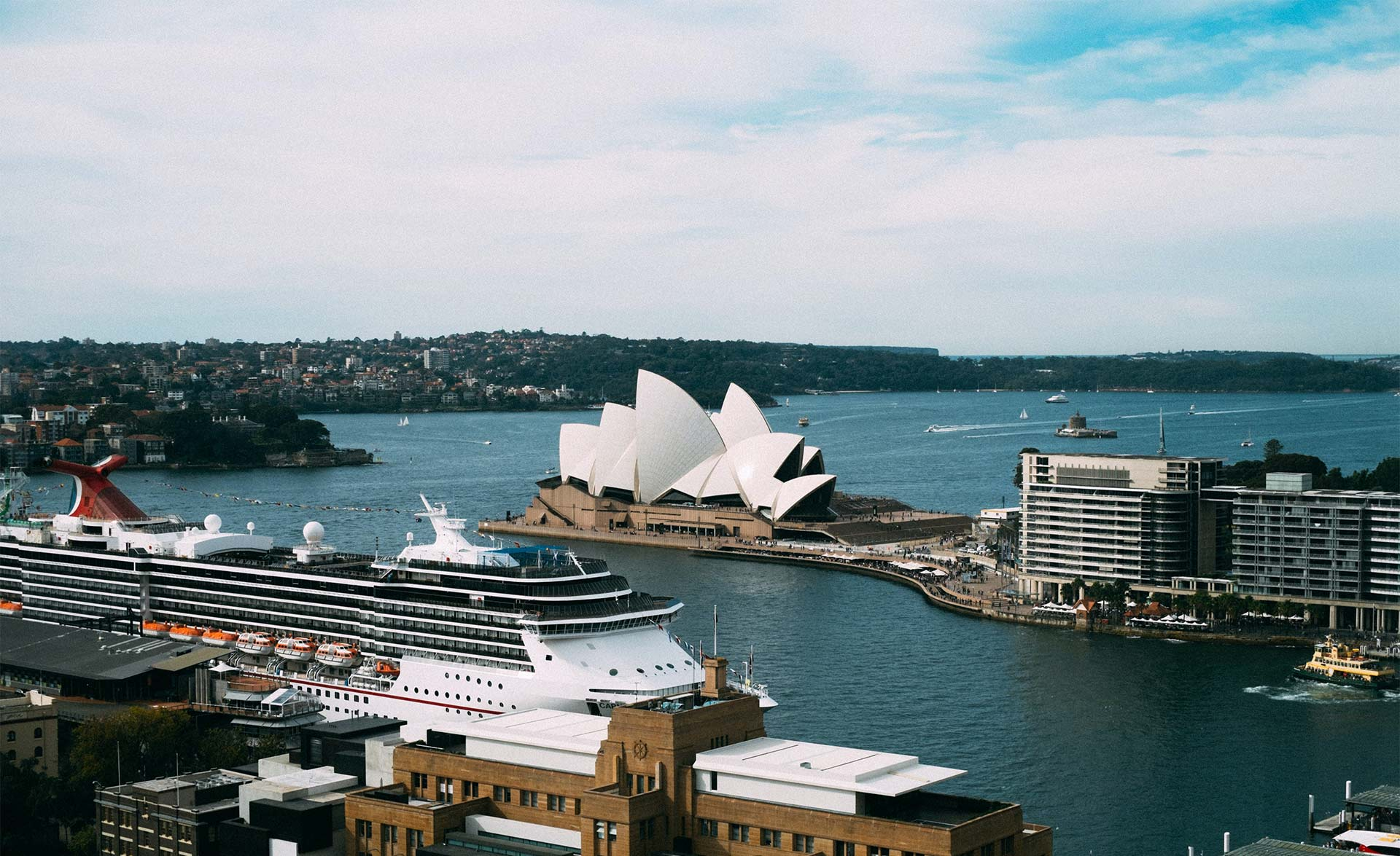 Harbor of Sidney, Australia (Photo Jay Wennington, Unsplash)